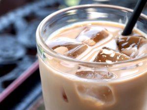 疲れた体には砂糖、ミルク入りのコーヒー